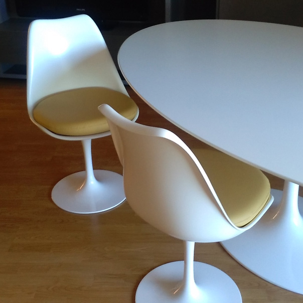 Sedia Tulip di Esedra by Prospettive Design Eero Saarinen