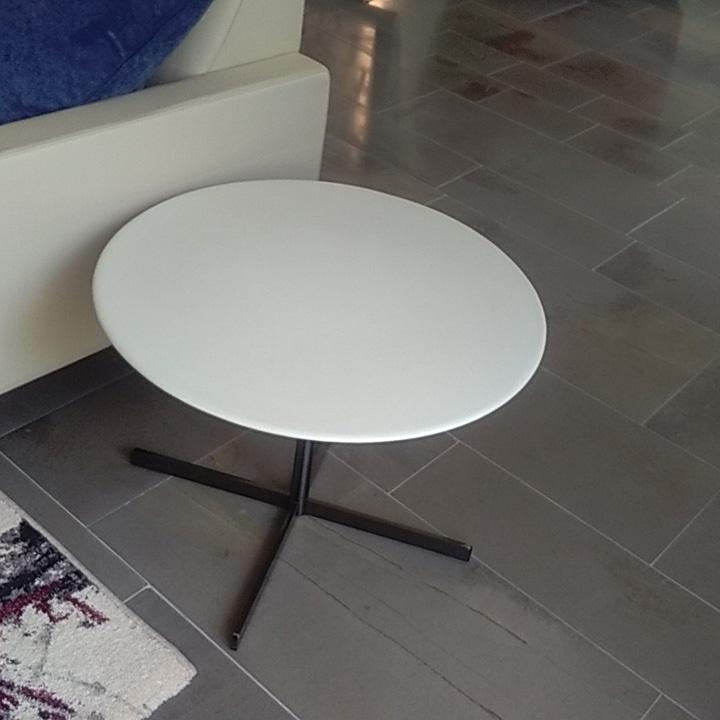 Tavolino Bob di Poltrona Frau Design Jean Marie Massaud